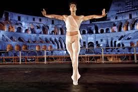 """Roberto Bolle danza sul palco dell'Arena di Verona nello spettacolo """"Roberto Bolle and Friends"""""""