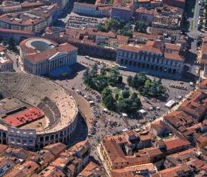 Piazza Bra con l'Arena, Gran Guardia, PalazzoBarbieri e il Liston